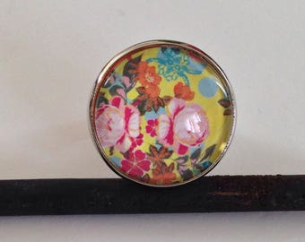 Ring cabochon - pink - romantic - vintage - yellow