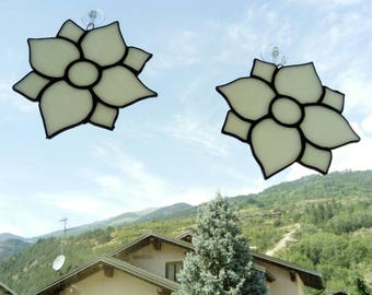 White flowers hanging suncatcher, glass acchiappasole pair