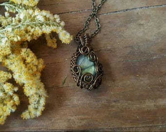 Boho Gypsy Jewelry // Gift for her // Handmade jewelry gift //Polished Labradorite/ Spectralite Antique/Vintage Brass Wire Pendant Necklace