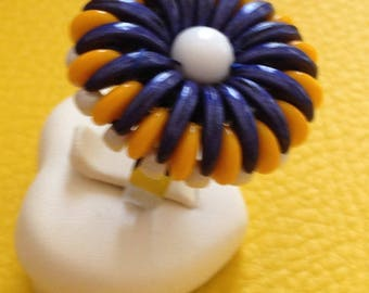 adjustable silver ring, the tray collects a chrysanthemum in glass beads