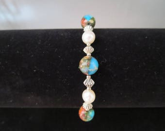 This Rainbow bracelet with carnelian and cultured pearls