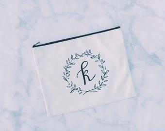 Personalized Makeup Bag, Bridesmaid Gift, Bridal Party Gift, Bridesmaid Makeup Bag, Bridesmaid Bag, Cosmetic Bag, Initial Makeup Bag