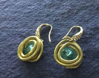 Orecchini alluminio dorato e rivoli swarovski azzurri