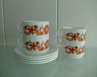 4 x Arcopal Scannia France espresso  coffee cups  - koffie- thee- kopjes met schotel - midcentury 70's bloemetjes motief