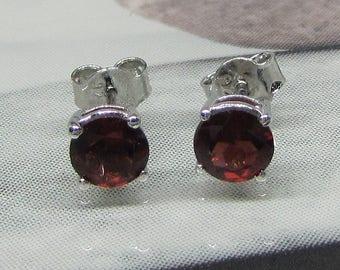 Earrings Silver 925/1000 garnets