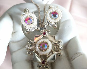 Vintage Gold Arora Rhinestone pendant Necklace and Matching Screw Back Earrings