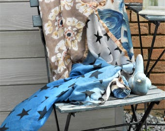 Large blue woman scarf, cream and taupe. Large scarf. Echarpe.etole.Imprime stars. Blue scarf. Wrap scarf. Gift idea.