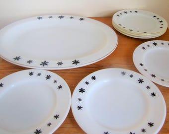Pyrex Snowflake Set 6 plates and Platter, Snowflake Pattern Black & White Milk Glass,  Original 1960s, Retro Kitchen, Kitchenalia