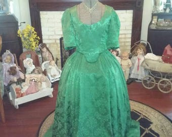 1800's style Cajun Queen Dress  If you ever wondered  why Queens needed help getting dressed try putting this on by your self.