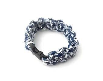 Men's survival bracelet