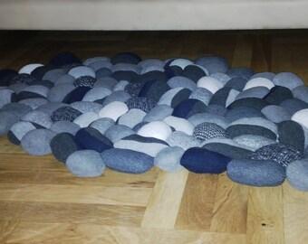 101 peeble soft rug/ rock carpet/ black and white stone rug/ home decor soft felt stony rug/101 stone carpet/rock medidation rug