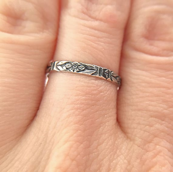 Gothic Flower Ring / Gothic Wedding Band / Floral Pattern Ring / Promise Ring / Silver Stacking Ring / Stacker Ring / Womens Ring