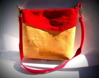 Small cork pouch and fuchsia leather, natural material