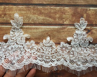 Vintage Off-White Eyelashes Lace Trim 4.52 Inches Wide 1.64 Yards/ Craft Supplies,   WL914