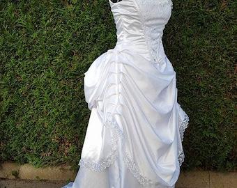 1900's-inspired wedding dress