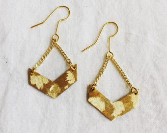 Dangle V textured brass earrings