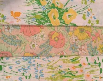 3 Vintage Floral Pillowcases // Set of 3 // 1970's