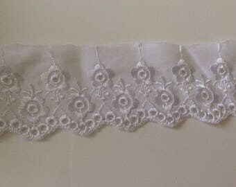 """Broderie anglaise"" white lace about 5 cm"