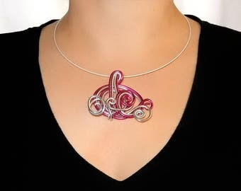 Cable with aluminium fuchsia and silver pendant necklace