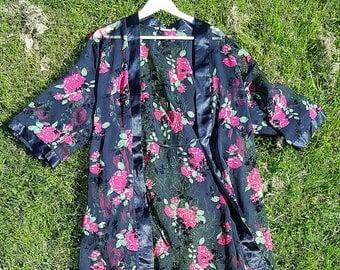 VINTAGE floral kimono / robe / rose kimono / hippie kimono / boho kimono / floral robe / floral lingerie