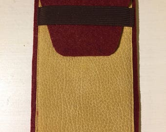 Cell phone case / pouch made of felt and faux leather with elastic closure