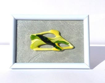 """Picture frame white and in its Center a fusing """"Green and yellow"""""""