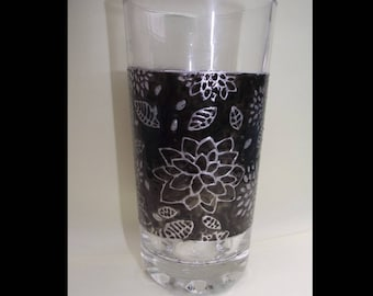 Painted water glass - bench and black flowers