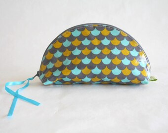 Makeup case coated organic cotton