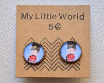Small English earrings