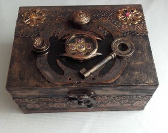 Wooden box black and bronze lace steampunk