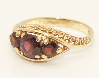 Vintage 9Ct Gold 1.3 CTW Garnet Twisted Shoulders Three Stone Ring, Size N 1/2