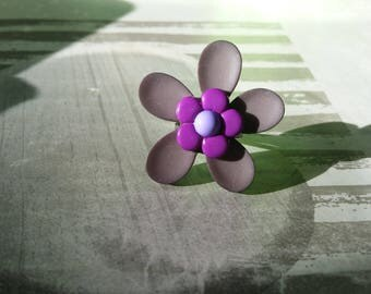 Gray and purple flower ring