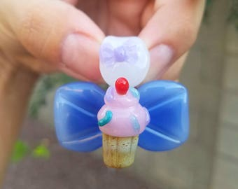Medium glass Cupcake bow pendant