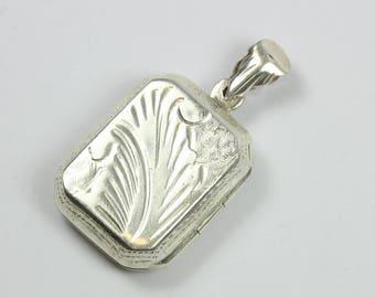 A Lovely Vintage Sterling Silver Floral Design Locket