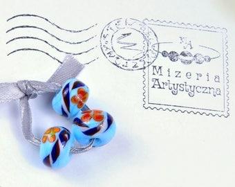 Rondelle blue bead with orange flower