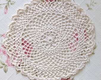 Crocheted lace Doily 23cm