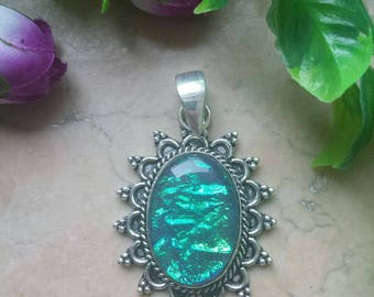 AUSTRALIAN OPAL pendant on antique silver plated 925
