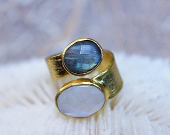 Ring with Moonstone and labradorite 18 k gold plated Isao