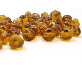20 glass beads 7mm / light amber color