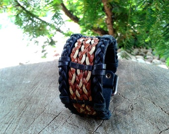 Leather bracelet with varicoloured braids