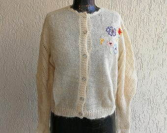 Knitted soft cardigan with embroidered flowers