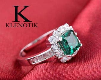 Emerald Sterling Silver 925 ring size: 6-8