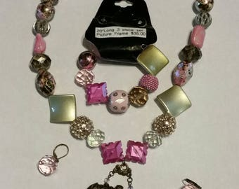 "20"" long 3 piece set necklace, bracelet, and ear rings Picture frame"