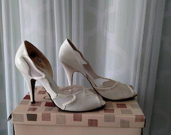 Mesh peep toe pump, 1960's, qualicraft, white stilleto, pin-up heels, vintage bombshell, mod