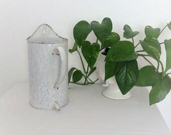 Pot fountain in vintage enamel