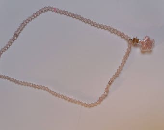 collier fantaisie rose poudrée fiole