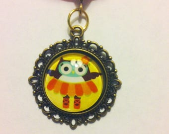 Owl Glass Cameo Necklace with Organza Ribbon in Bronze Setting.