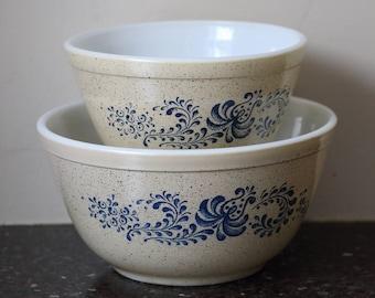 Pyrex Homestead #401 & #402 Mixing Bowls - Set of 2