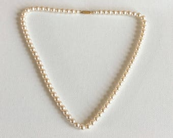 Vintage Bridal necklace. Bride. Bridesmaid. Classic vintage row of faux pearls. Ideal for wedding jewellery.
