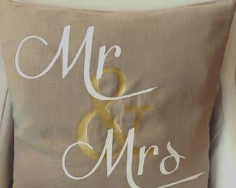 Mr & Mrs Farmhouse Pillow / Farmhouse Decor / Rustic Wedding
